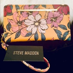 Steve Madden floral zip around wallet/wristlet!